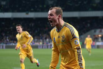 Украинский футболист Роман Зозуля обратился к ФИФА с просьбой разрешить ему перейти в третий клуб за год, чтобы не возвращаться в «Райо Вальекано»
