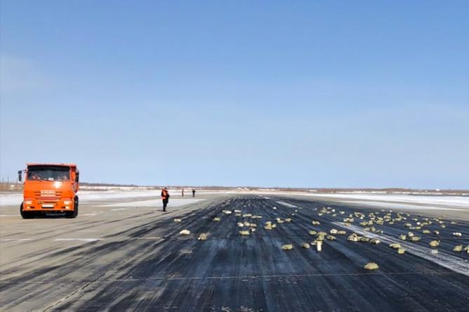 Золото, рассыпанное по ВПП в аэропорту Якутска, 15 марта 2018 года