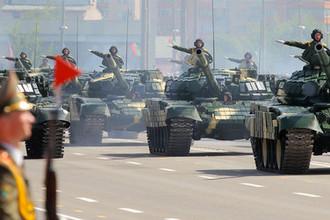 Танки Т-72 Вооруженных Сил Белоруссии в военном параде в честь Дня независимости Республики Беларусь в Минске, 2012 год