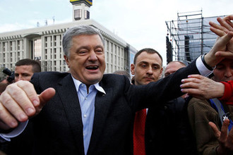 Пять паспортов: как Порошенко нарушил законы Украины