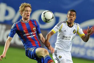 Шведскому игроку армейцев Расмусу Эльму пришлось играть против команды с его родины