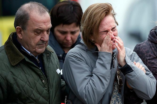 Родственники пассажиров рейса 4U 9525 в аэропорту Барселоны