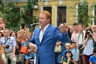 Ученик Олега Табакова, артист, художественный руководитель Государственного театра наций Евгений Миронов выступает на открытии памятника мастеру в Саратове