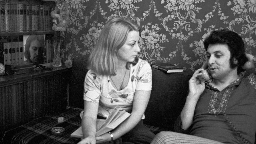 Композитор Вячеслав Добрынин и его первая супруга Ирина, 1979 год. Ирина эмигрировала в США. Пара прожила в браке 15 лет. Есть дочь Екатерина, также проживает в США.