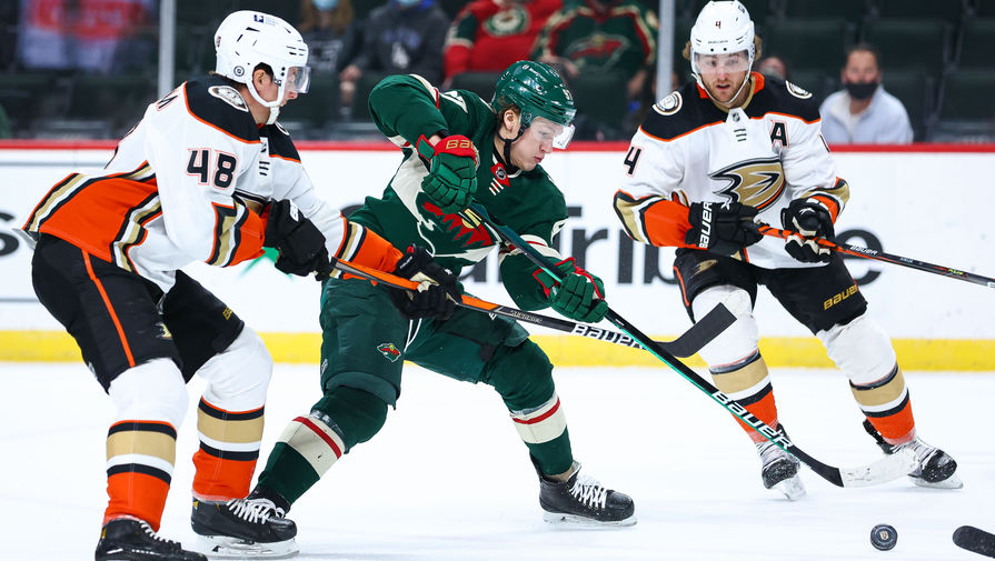 Нападающий «Миннесоты» Кирилл Капризов в матче НХЛ против «Анахайма»