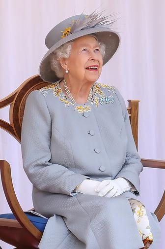Елизавета II во время парада в Виндзорском замке в честь своего 95-летия, 12 июня 2021 года