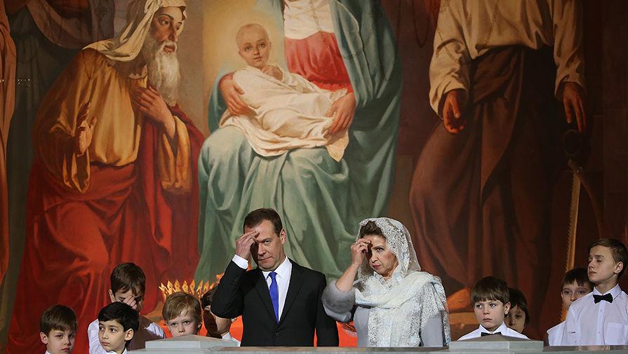 Дмитрий Медведев гэргий Светланагийн хамт, 2017