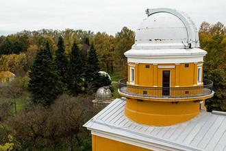 Вид на территорию Пулковской обсерватории с крыши главного здания