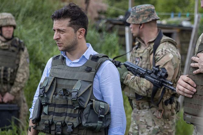 Президент Украины Владимир Зеленский во время посещения позиций украинской армии в Луганской области, май 2019 года