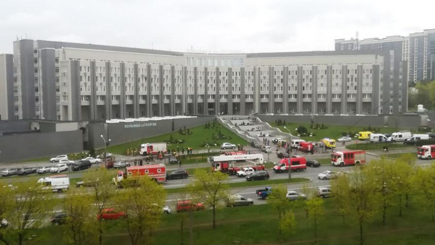 На месте пожара в больнице Святого Георгия в Санкт-Петербурге, 12 мая 2020 года