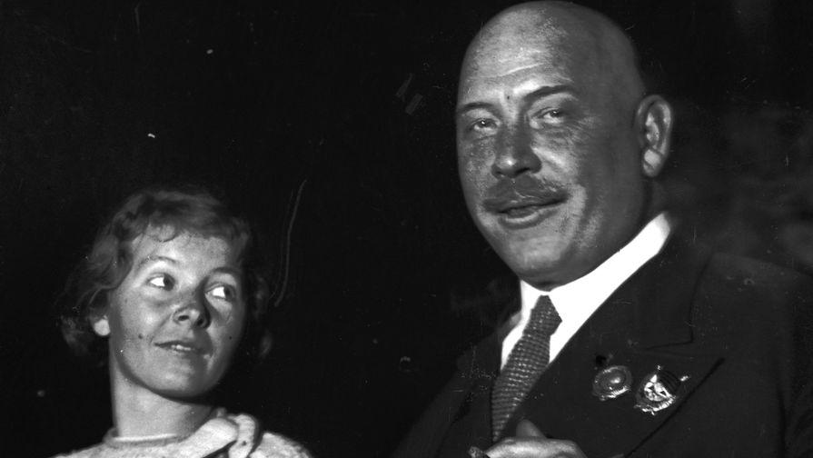 Сальные пальцы Сталина: за что поплатился Демьян Бедный