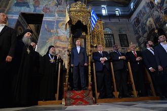 Президент России Владимир Путин во время посещения соборного храма Успения Пресвятой Богородицы на Святой горе Афон