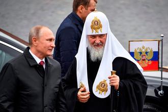 Владимир Путин и Патриарх Кирилл на Красной Площади в день народного единства
