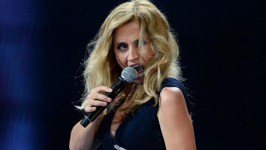 Певица Лара Фабиан выступает на Международном конкурсе молодых исполнителей популярной музыки «Новая Волна 2016» в Сочи