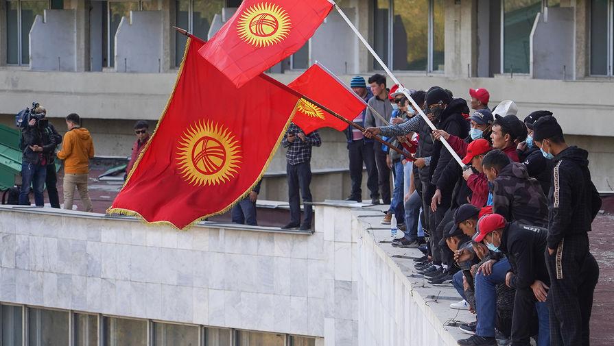 Алмазбек Атамбаев победил на президентских выборах в Киргизии