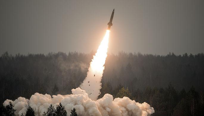 Показательный пуск ракеты из тактического комплекса «Точка-У» на полигоне Луга в Ленинградской области в День ракетных войск и артиллерии