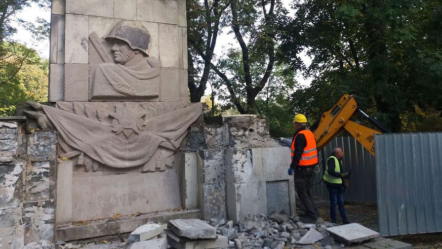 Власти Варшавы планируют снести памятник Благодарности Красной армии