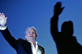 Актер Ален Делон перед показом фильма «На ярком солнце» в рамках Каннского кинофестиваля, 2013 год