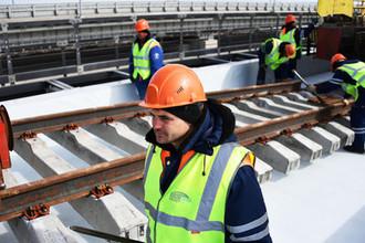 5 тысяч тонн: на Крымском мосту завершена укладка рельсов