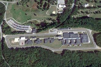 Вид на федеральный медицинский центр Девенс в Массачусетсе