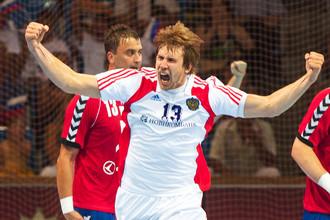 Сергей Горбок (на переднем плане) — гандболист российской сборной