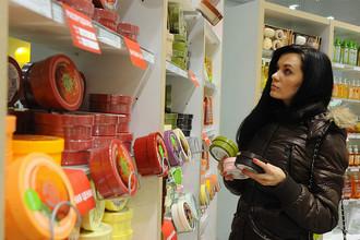 Объем экспорта косметики и парфюмерии из России составляет несколько сотен миллионов долларов США. Ежегодно за границу отправляют более 100 тыс. т российской косметической продукции. Основные покупатели — это страны СНГ, Франция, Молдавия, а также Китай, Индия и Республика Корея