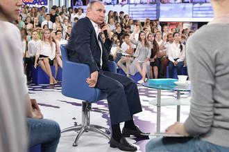 Президент России во время «Недетского разговора с Владимиром Путиным» в образовательном центре «Сириус» в Сочи, 21 июля 2017 года