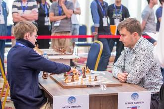 Сергей Карякин с соперником из Австралии на Кубке мира