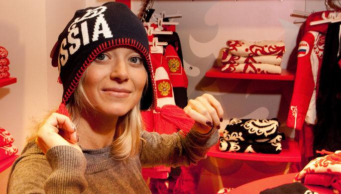 Елена Бережная во время примерки новой коллекции спортивной одежды, 2009 год