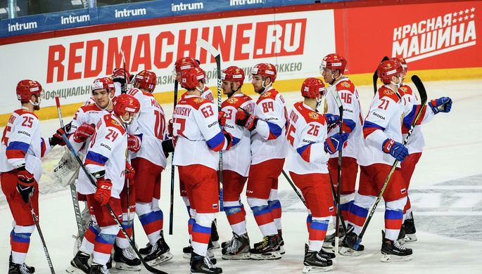 Игроки сборной России по хоккею радуются победе