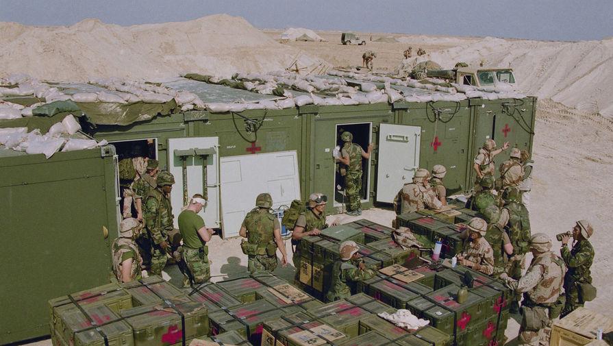 Американские солдаты в полевом госпитале в Саудовской Аравии, январь 1991 года