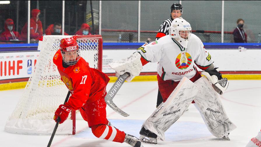 Эпизод матча Россия — Белоруссия на юниорском чемпионате мира по хоккею