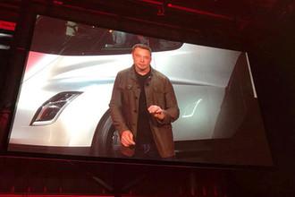 Глава Tesla и SpaceX Илон Маск во время презентации грузового электромобиля Tesla Semi в Хоторне, штат Калифорния, ноябрь 2017 года