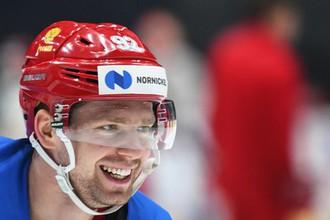 Игрок сборной России по хоккею Евгений Кузнецов во время тренировки.