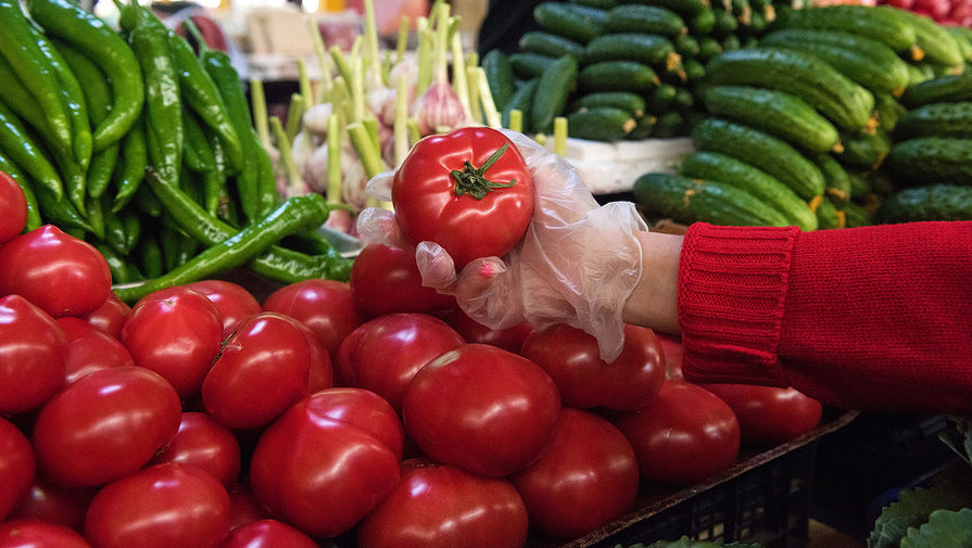 В Москве не ожидают дефицита яблок и томатов из-за запрета на их импорт из Азербайджана