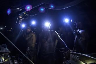 Шахтеры в штольне на шахте «Заря» в городе Снежное Донецкой области, 2015 год