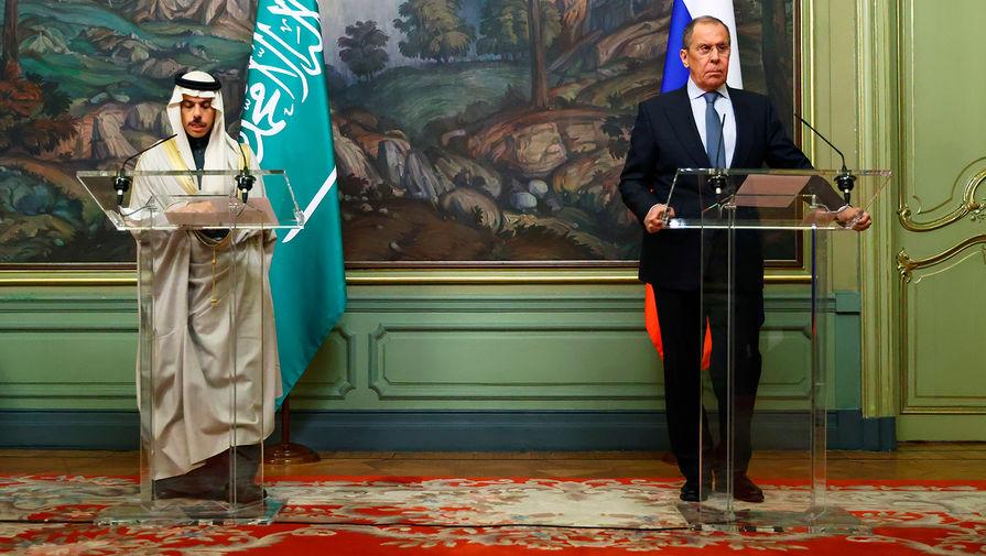 Министр иностранных дел Саудовской Аравии Фейсал бен Фархан Аль Сауд и министр иностранных дел России Сергей Лавров во время пресс-конференции по итогам переговоров в Москве, 14 января 2021 года