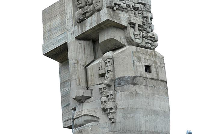 Монумент «Маска скорби» работы скульптора Эрнста Неизвестного, посвященный памяти жертв массовых репрессий в СССР