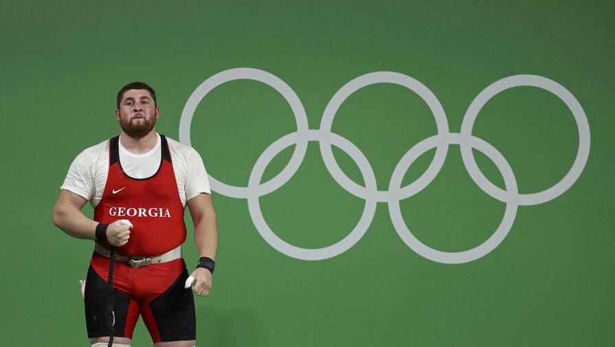 Главу Международной федерации тяжелой атлетики отстранили от работы