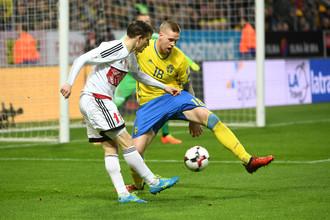 Сборная Белоруссия играет в матче квалификации на чемпионат мира — 2018 с командой Швеции