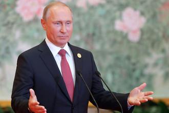 Президент России Владимир Путин во время пресс-конференции по итогам саммита Шанхайской организации сотрудничества (ШОС), 10 июня 2018 года