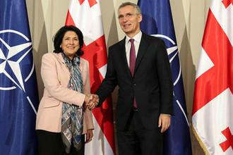 Президент Грузии Саломе Зурабишвили и генеральный секретарь НАТО Йенс Столтенберг