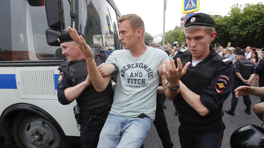 Полиция сообщила о более 200 задержанных на акции в Москве