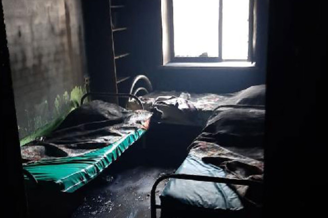 На месте пожара в наркологической клинике в Красноярске, 17 сентября 2020 года