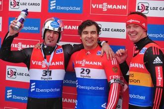 Альберт Демченко (в центре) победил на этапе в Сигулде