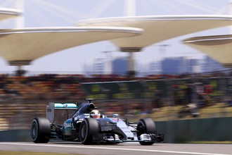 Пилот «Мерседеса» Льюис Хэмилтон выиграл третью практику Гран-при Китая