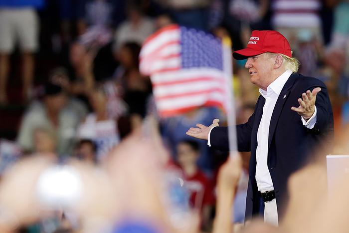Кандидат в президенты США от Республиканской партии Дональд Трамп во время предвыборного митинга в...