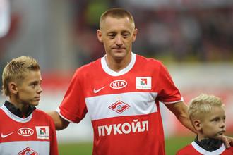 Андрей Тихонов с сыновьями во время прощального официального матча, в котором он сделал голевой пас