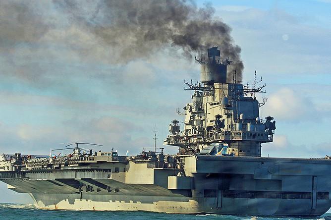 Тяжелый авианесущий крейсер «Адмирал Флота Советского Союза Кузнецов» во время прохода через пролив Ла-Манш