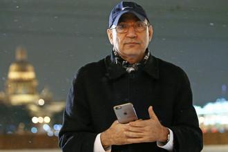Турецкий писатель Орхан Памук во время прогулки по Санкт-Петербургу, февраль 2017 года